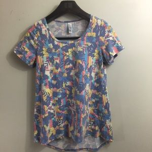 Lularoe floral classic tee. Size Small